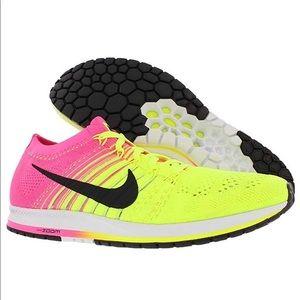 NWT Nike Flyknit Streak Shoes